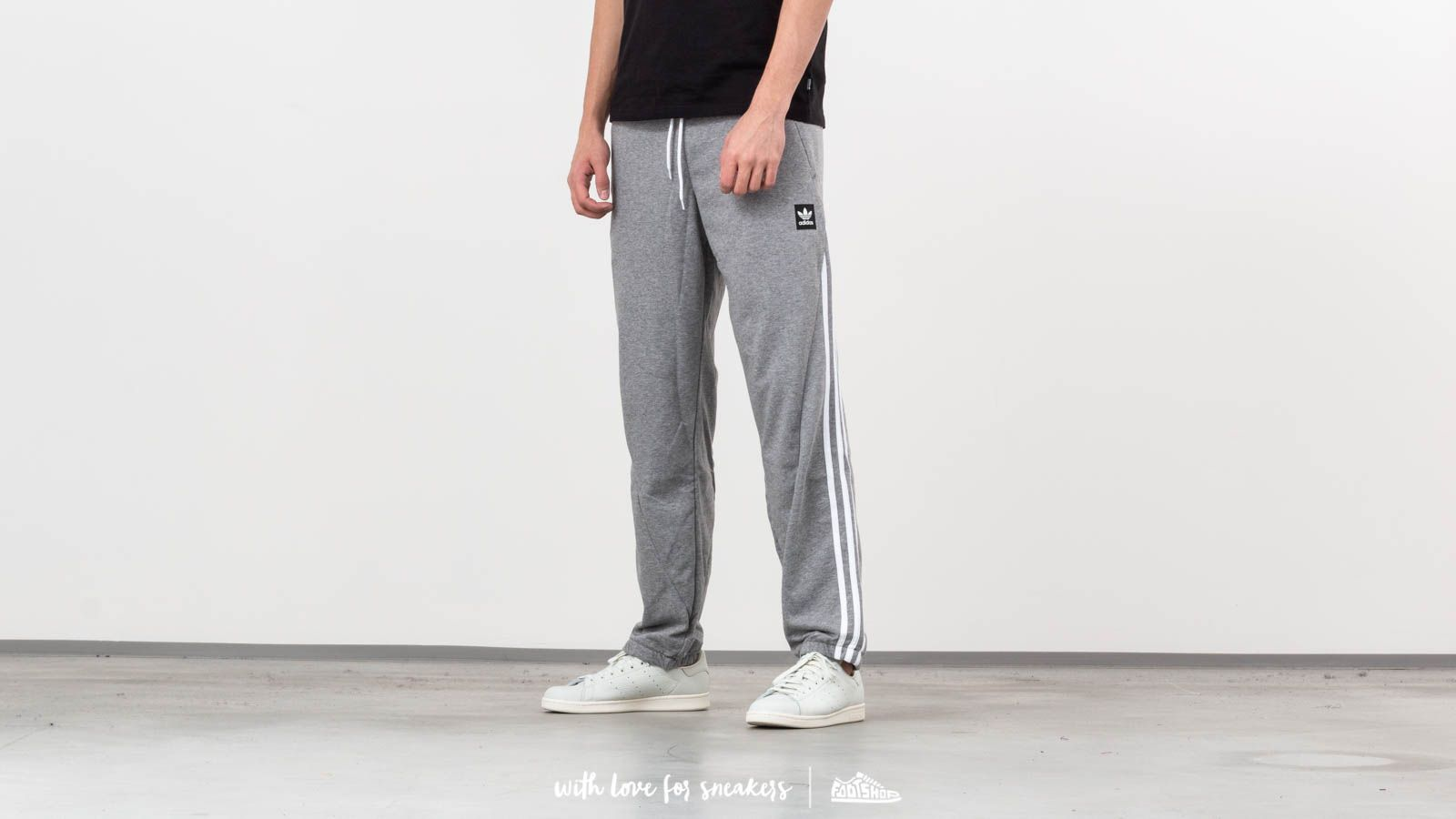 adidas Insley Sweat Pants Medium Grey Heather / White at a great price 135 лв купете в Footshop