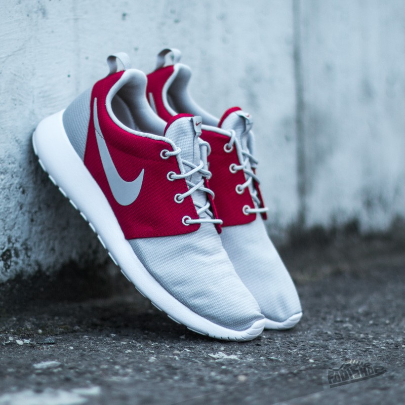 6fef8f71f881 Nike Rosherun Wolf Grey Wolf Grey-Gym Red-White