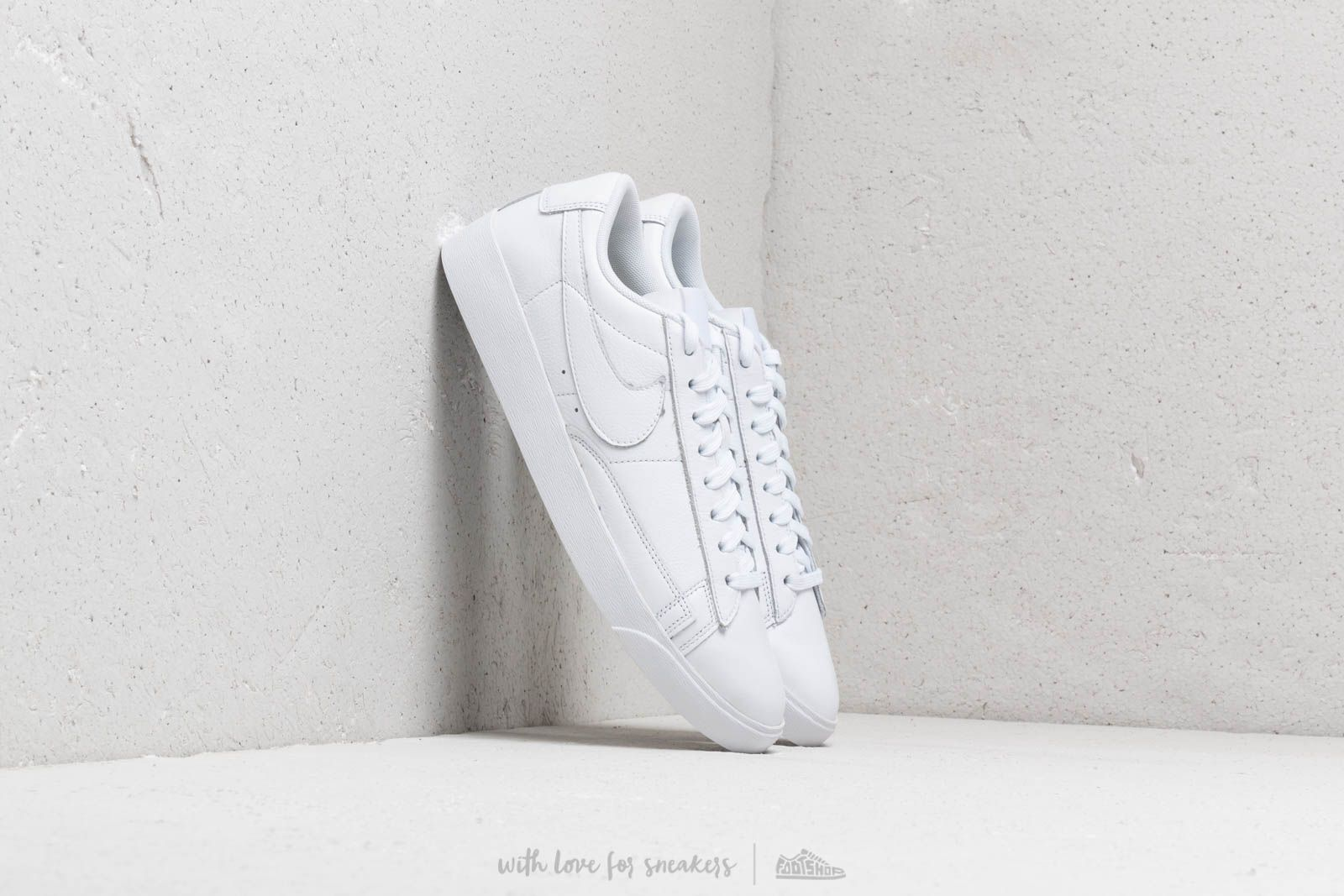Nike W Blazer Low Le White/ White-White at a great price 84 € buy at Footshop