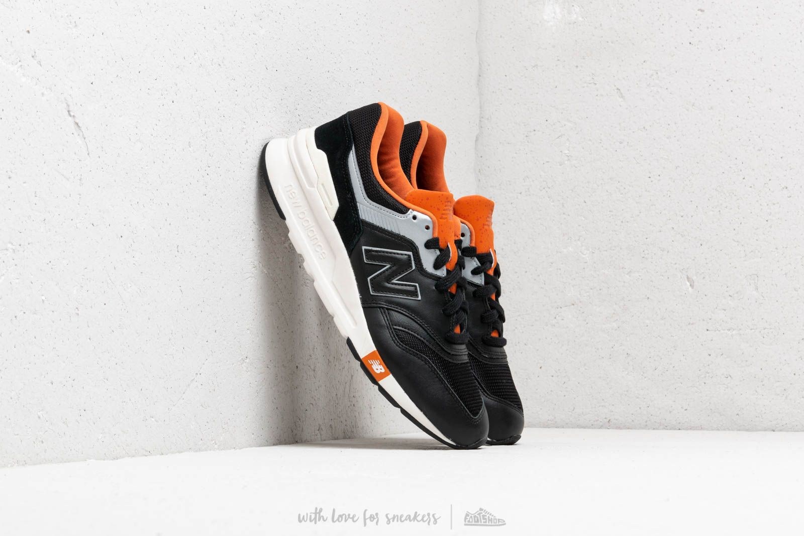 outlet store 82dd7 88c19 New Balance 997 Black  Orange  Grey at a great price 92 € buy at