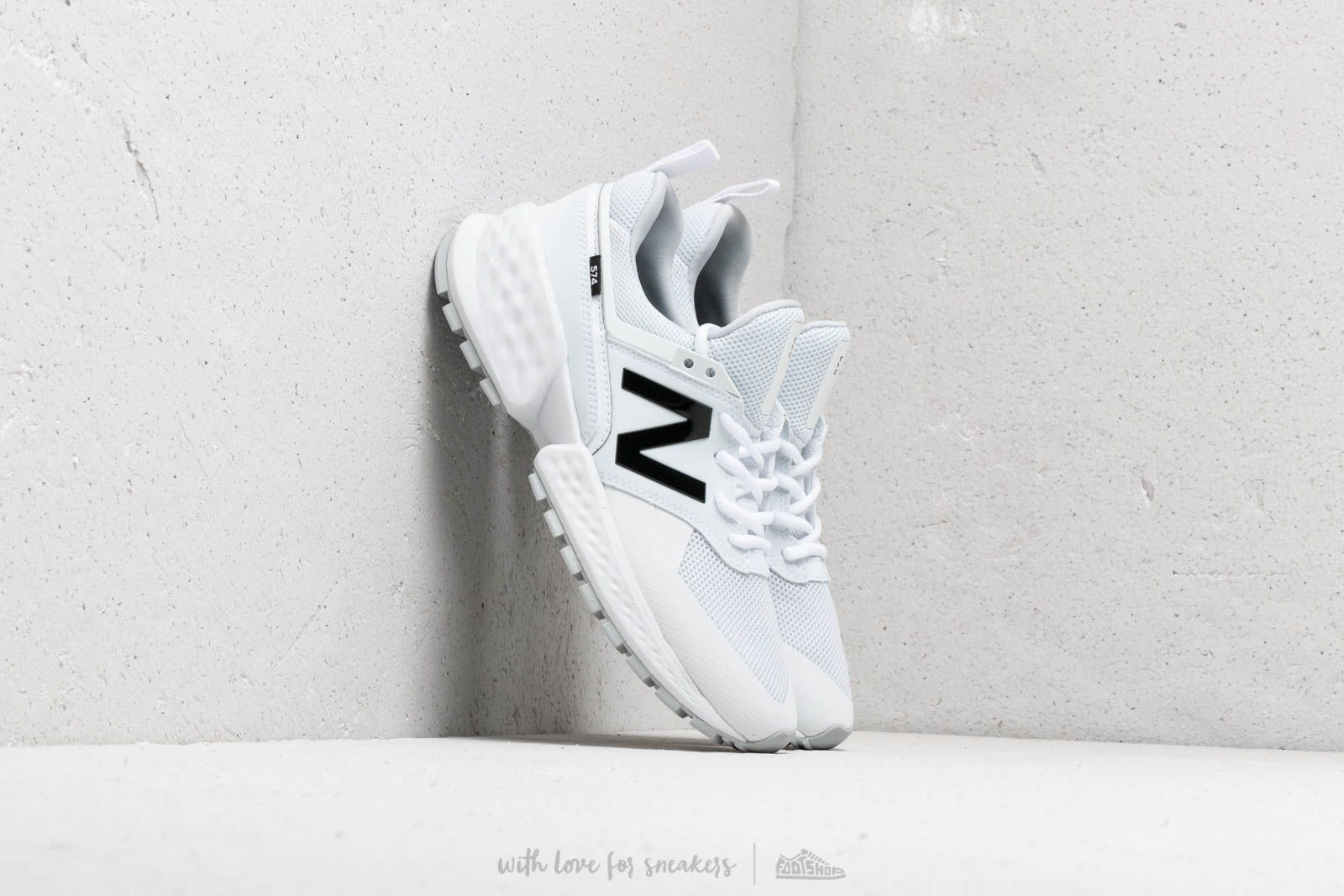 New Balance 574 White at a great price 92 € buy at Footshop