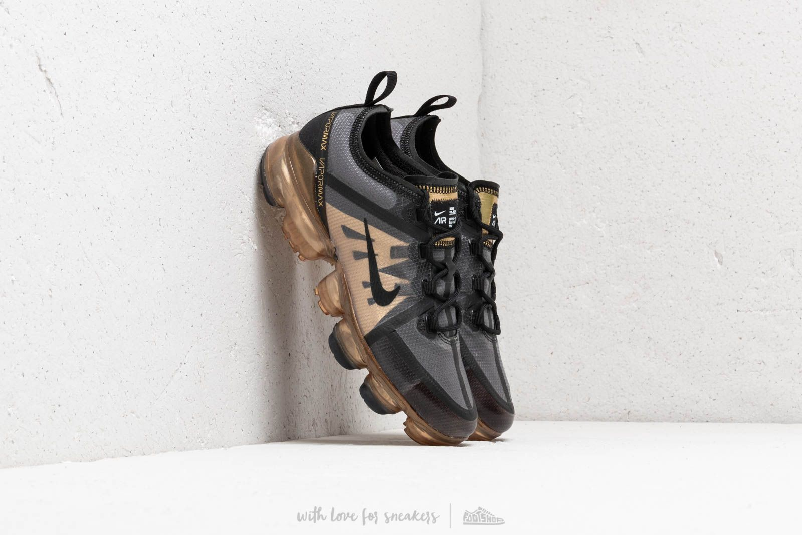 Nike Air Vapormax 2019 (GS) Black/ Black-Metallic Gold at a great price 136 € buy at Footshop