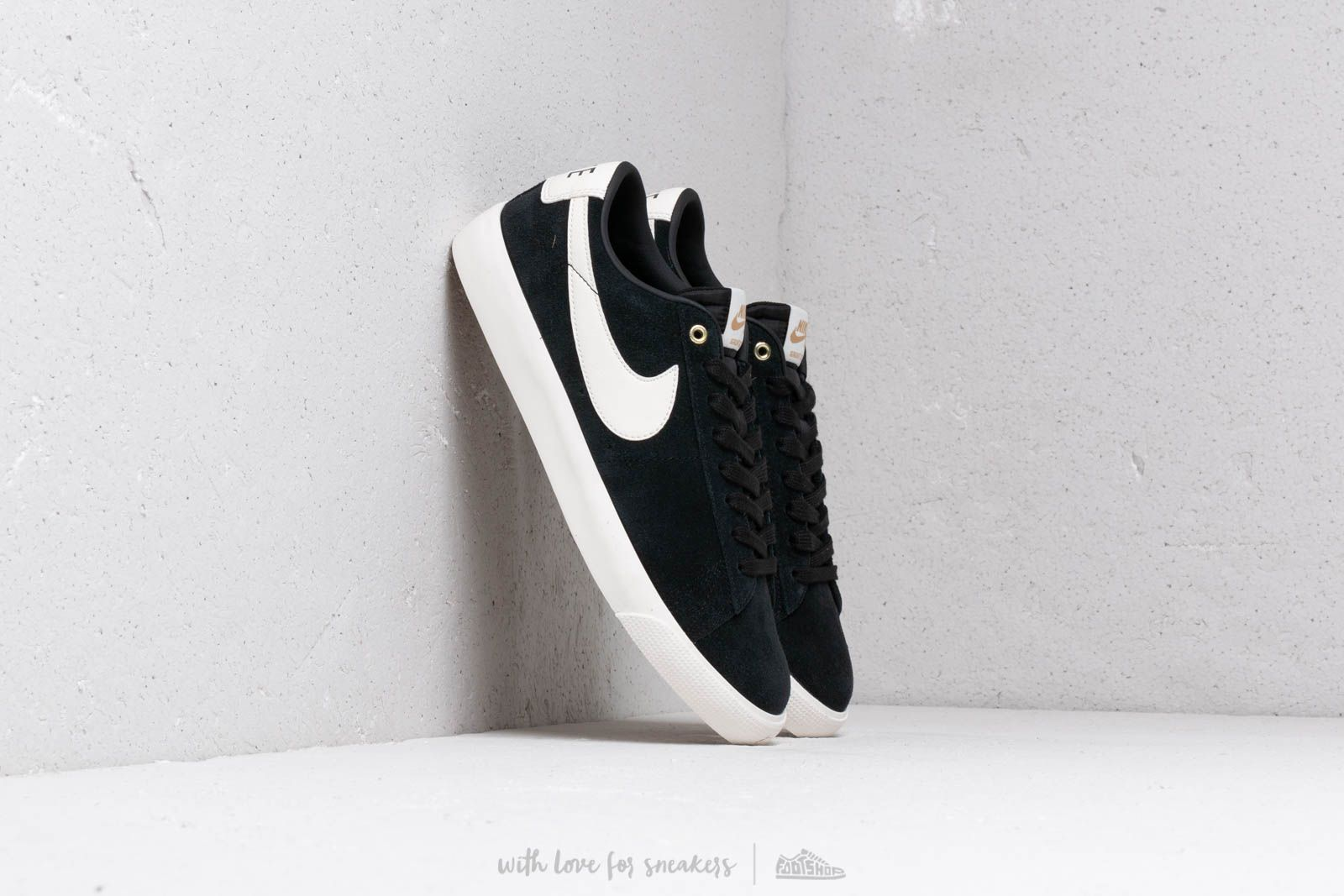 b4badf4527f Nike Sb Zoom Blazer Low Gt Black  Sail at a great price 70 € buy