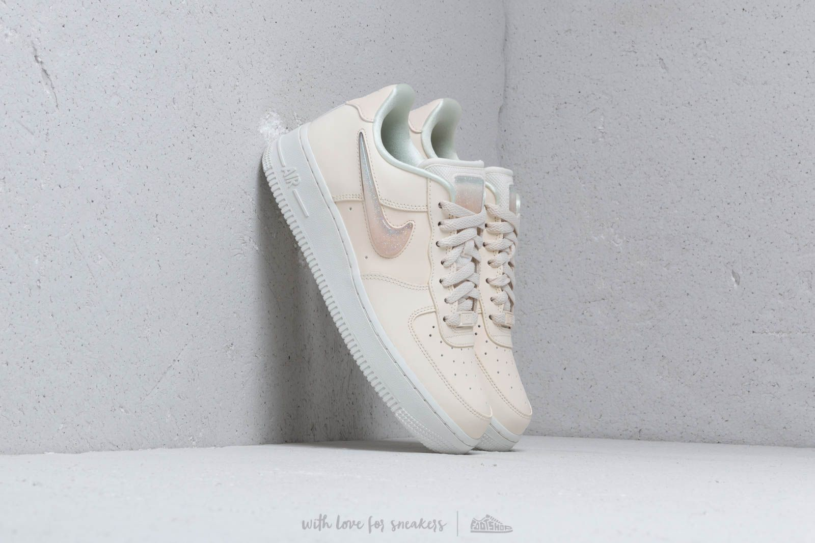 competitive price 29b15 398c5 Nike W Air Force 1  07 Se Prm Pale Ivory  Summit White-Guava
