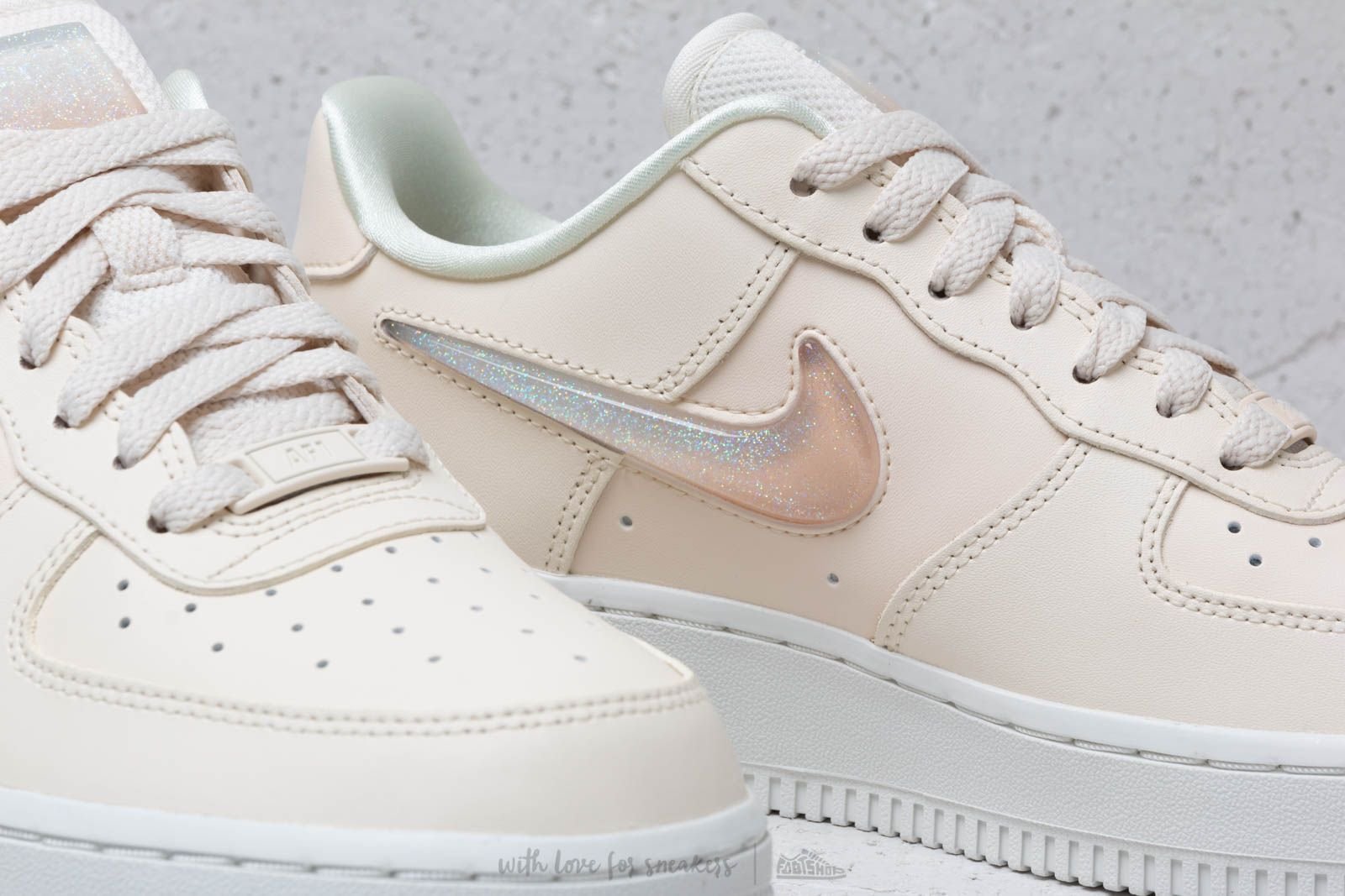 en soldes 06be2 117f9 Nike W Air Force 1 '07 Se Prm Pale Ivory/ Summit White-Guava ...
