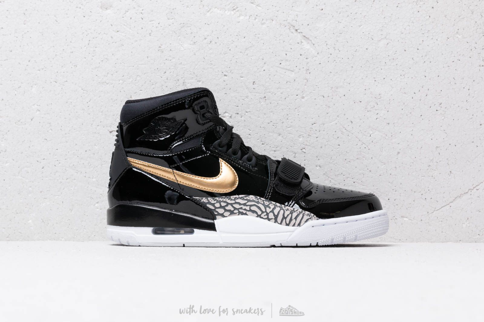 competitive price d425a a3459 Air Jordan Legacy 312 Black Metallic Gold White at a great price 139 €