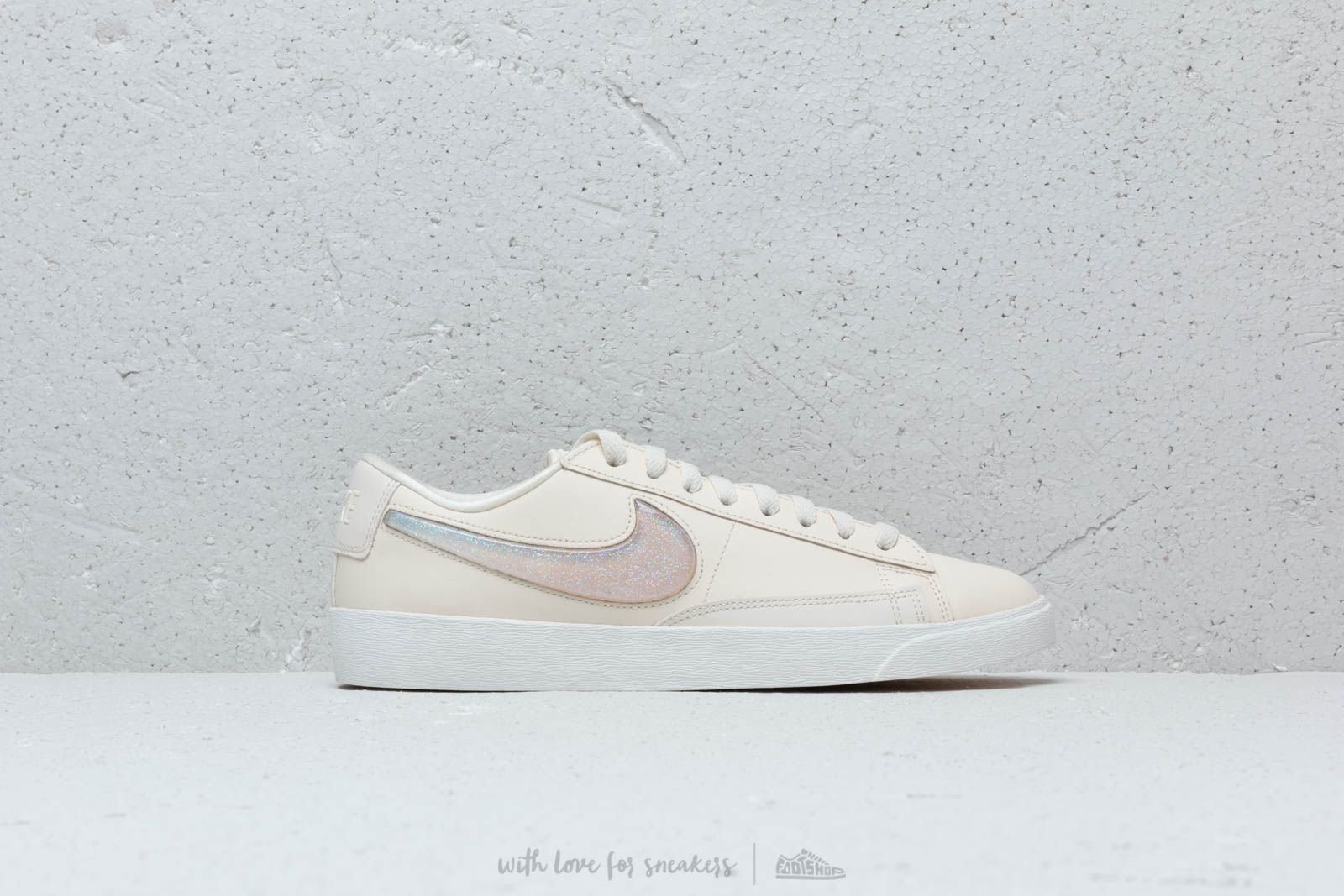 timeless design 2c101 5eb67 Nike W Blazer Low Lx Pale Ivory Guava Ice-Summit White at a great