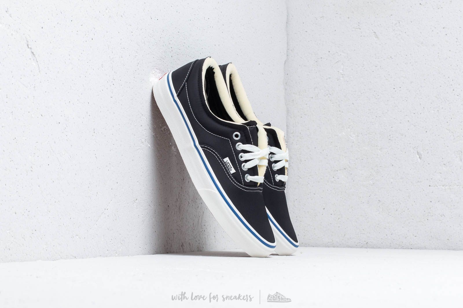 541645b925a Vans Era (Foam) Black/ Marshmallow at a great price 75 € buy at