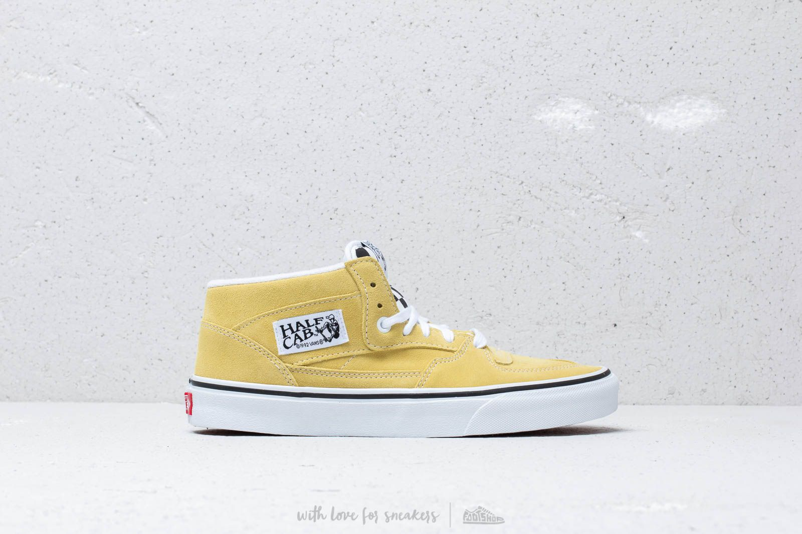 6bf22e921c84 Vans Half Cab (Suede) Endive  True White at a great price £64