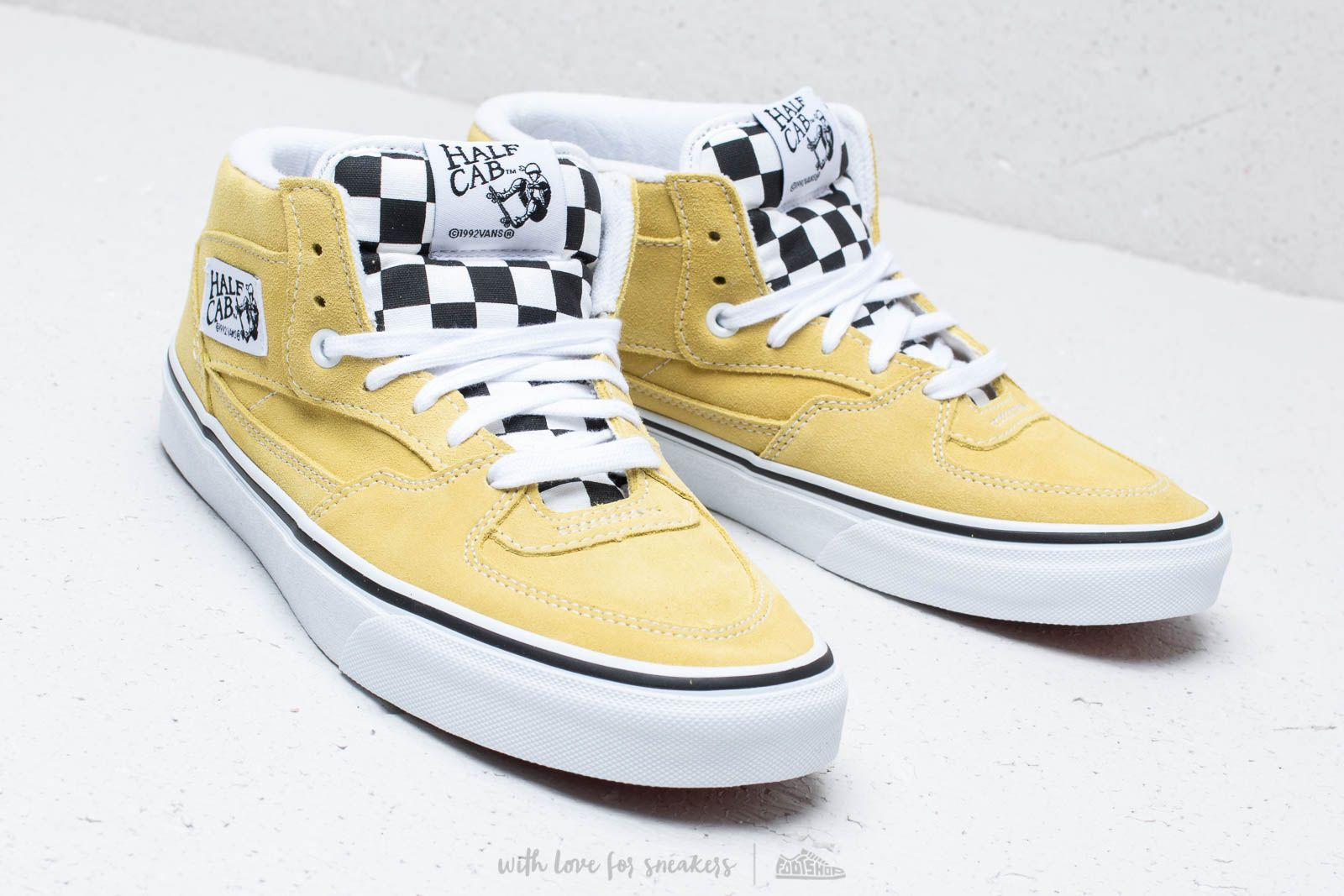 853e9f0317ef Vans Half Cab (Suede) Endive  True White at a great price 73 €