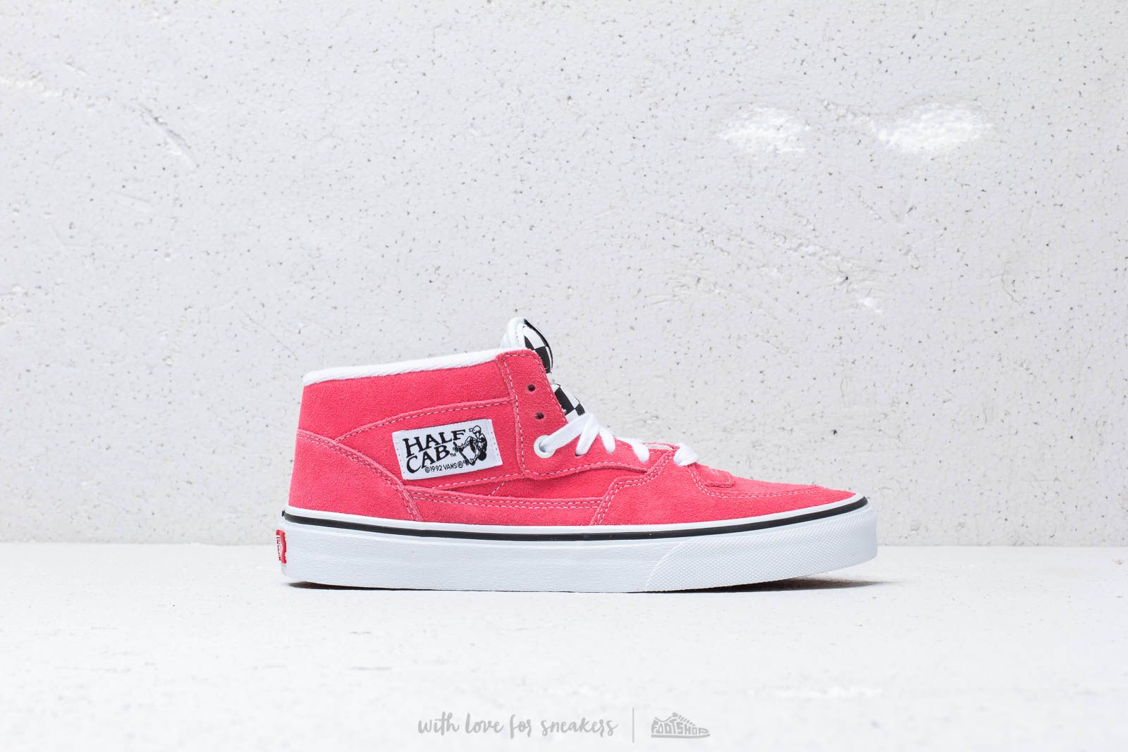 907f1a337fe370 Vans Half Cab (Suede) Strawberry Pink  T at a great price 90 €