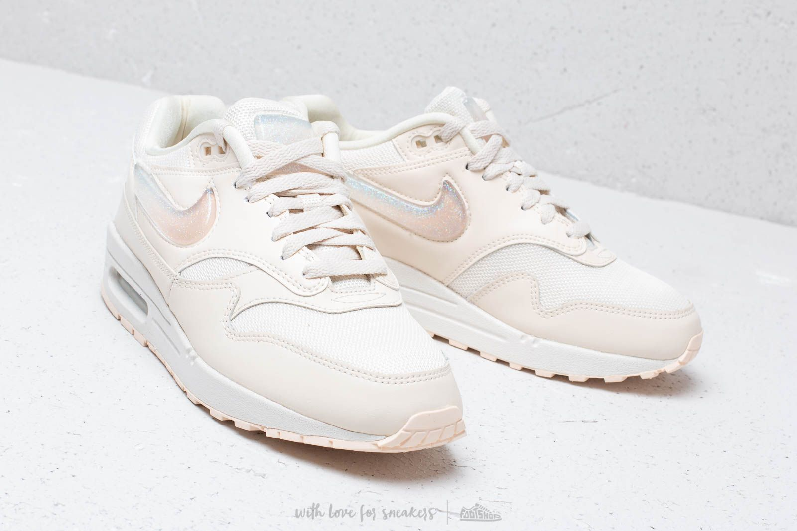 Nike W Air Max 1 Jp Pale Ivory  Summit White-Guava Ice za skvělou fd37c4b0a69