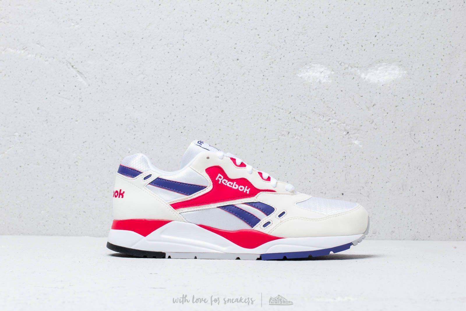 d8f9e247c7b Reebok Bolton Chalk  White  Magenta Pop at a great price 92 € buy at