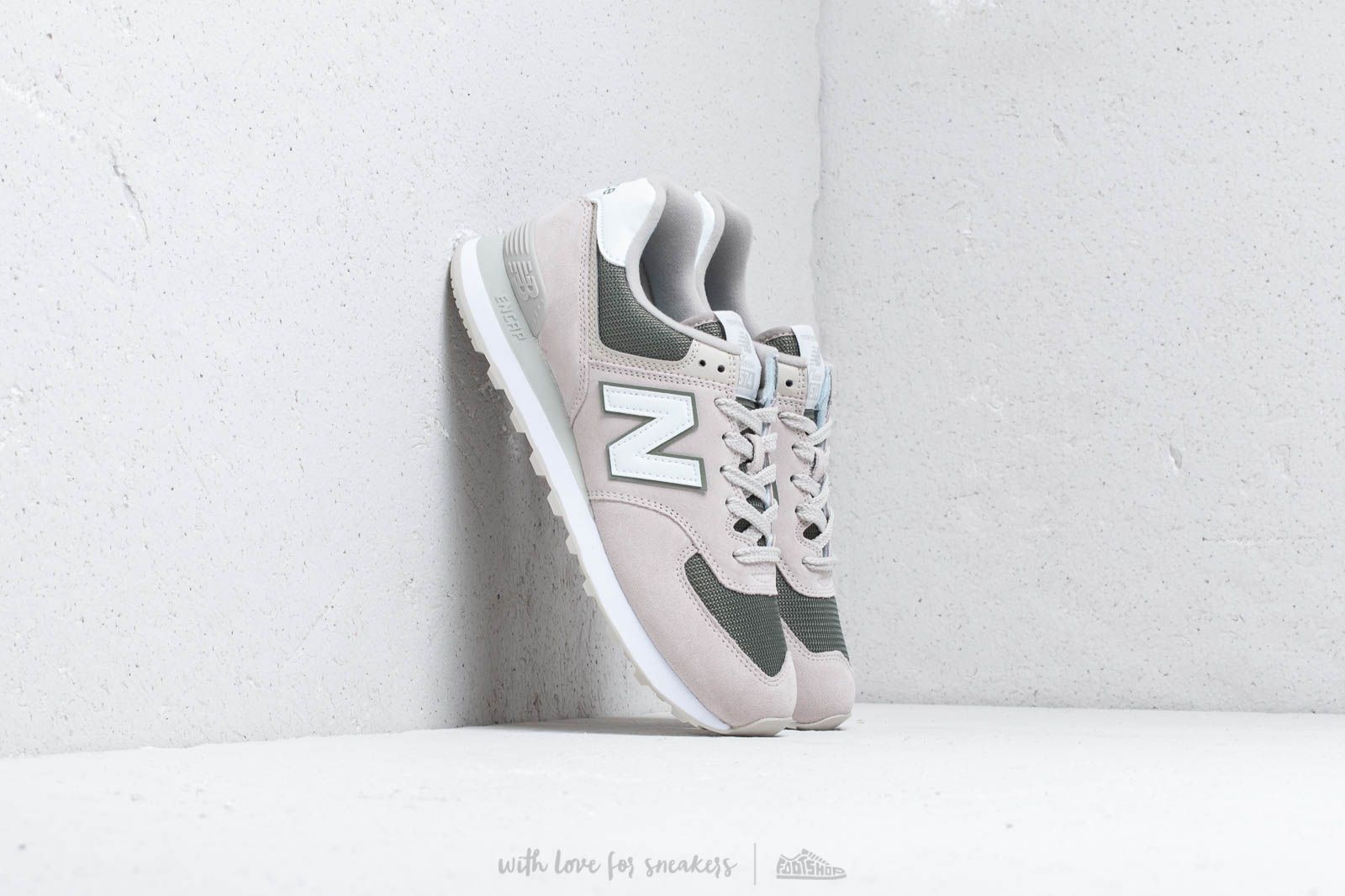 New Balance 574 Beige/ Green/ White at a great price 88 € buy at Footshop