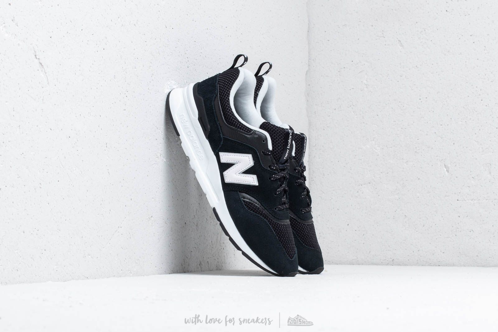 New Balance 997 Black/ White at a great price 88 € buy at Footshop