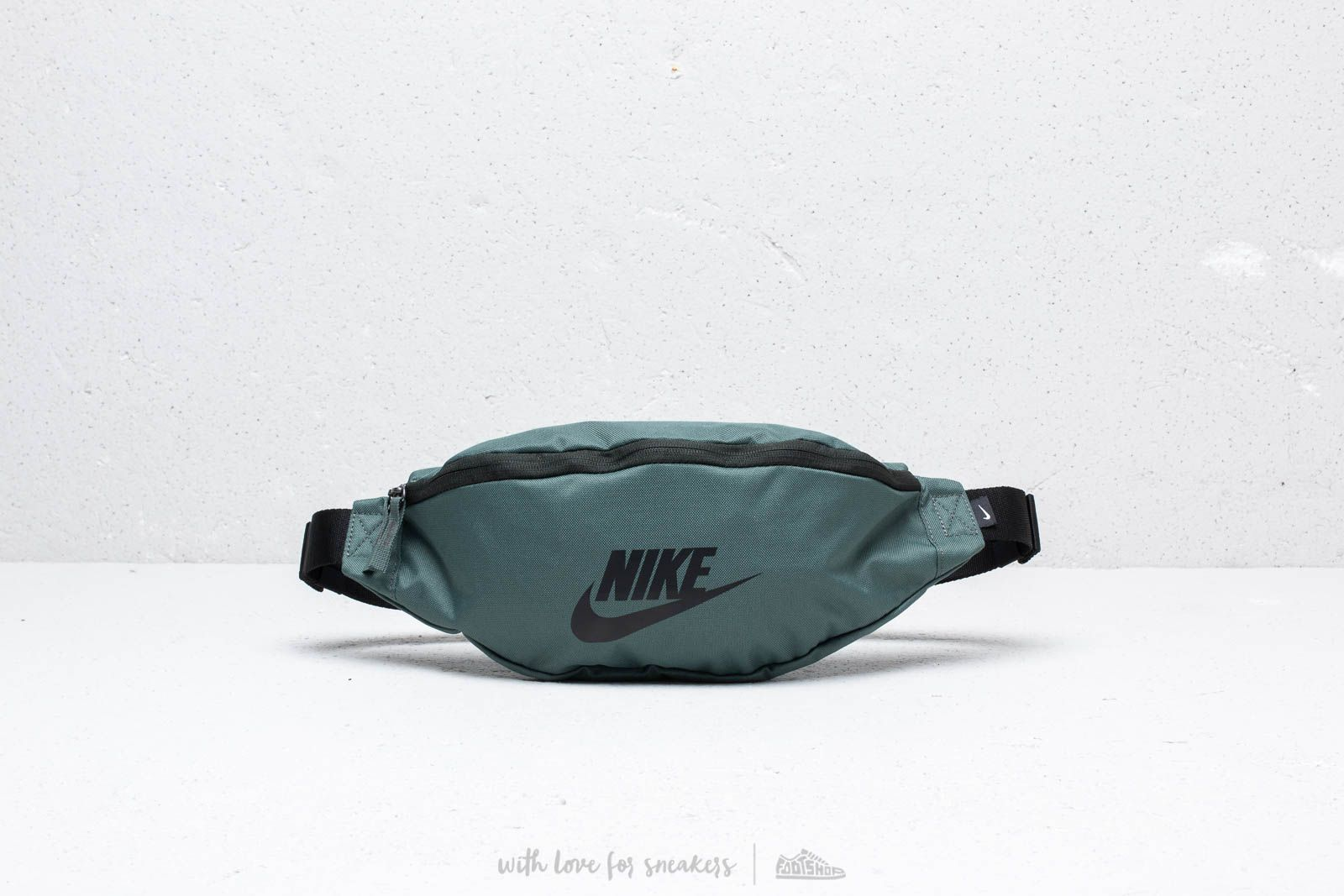 a6f36a1dd6 Nike Heritage Hip Pack Mineral Spruce  Black