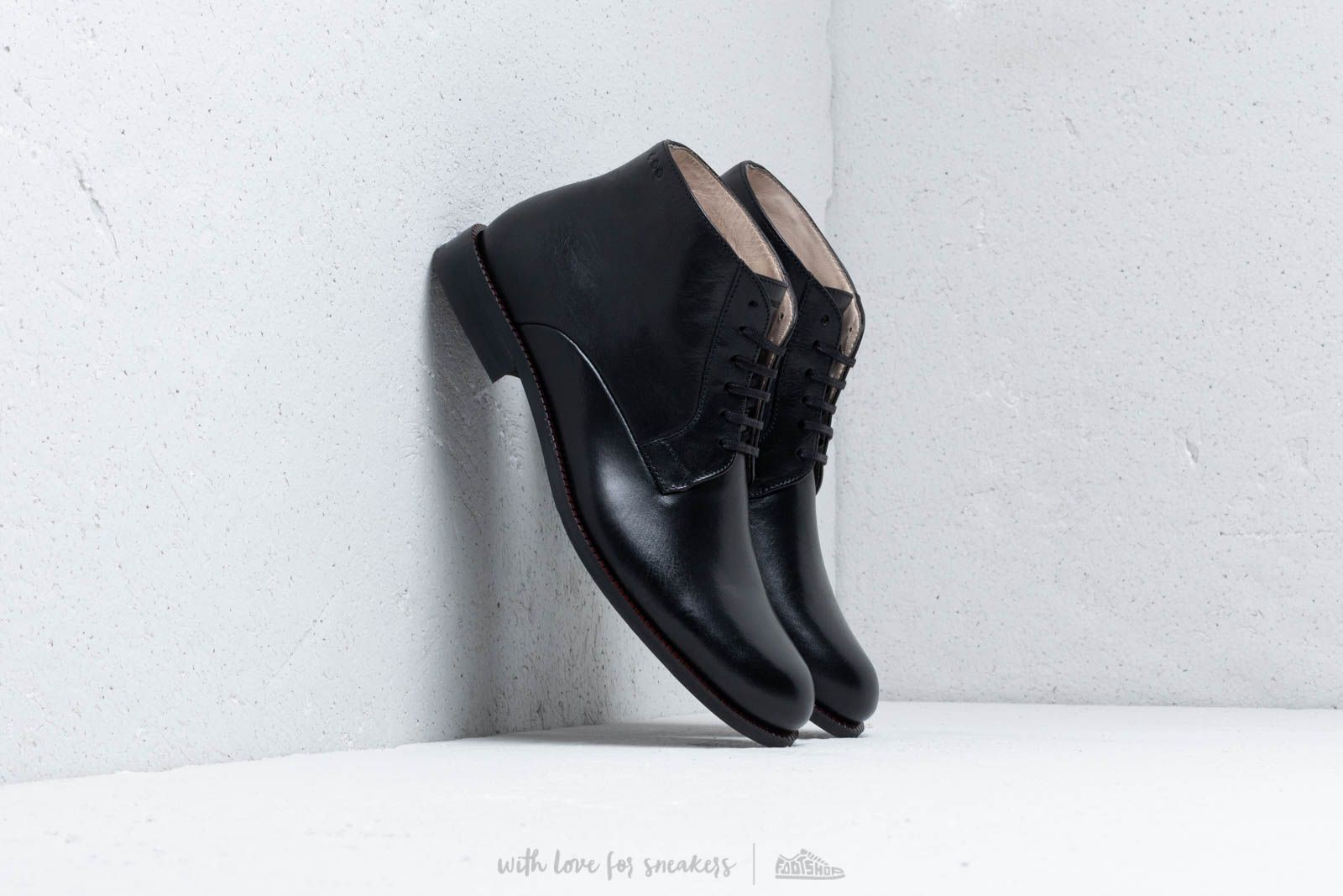 Royal Republiq Alias Classic Midcut Black at a great price 191 € buy at Footshop