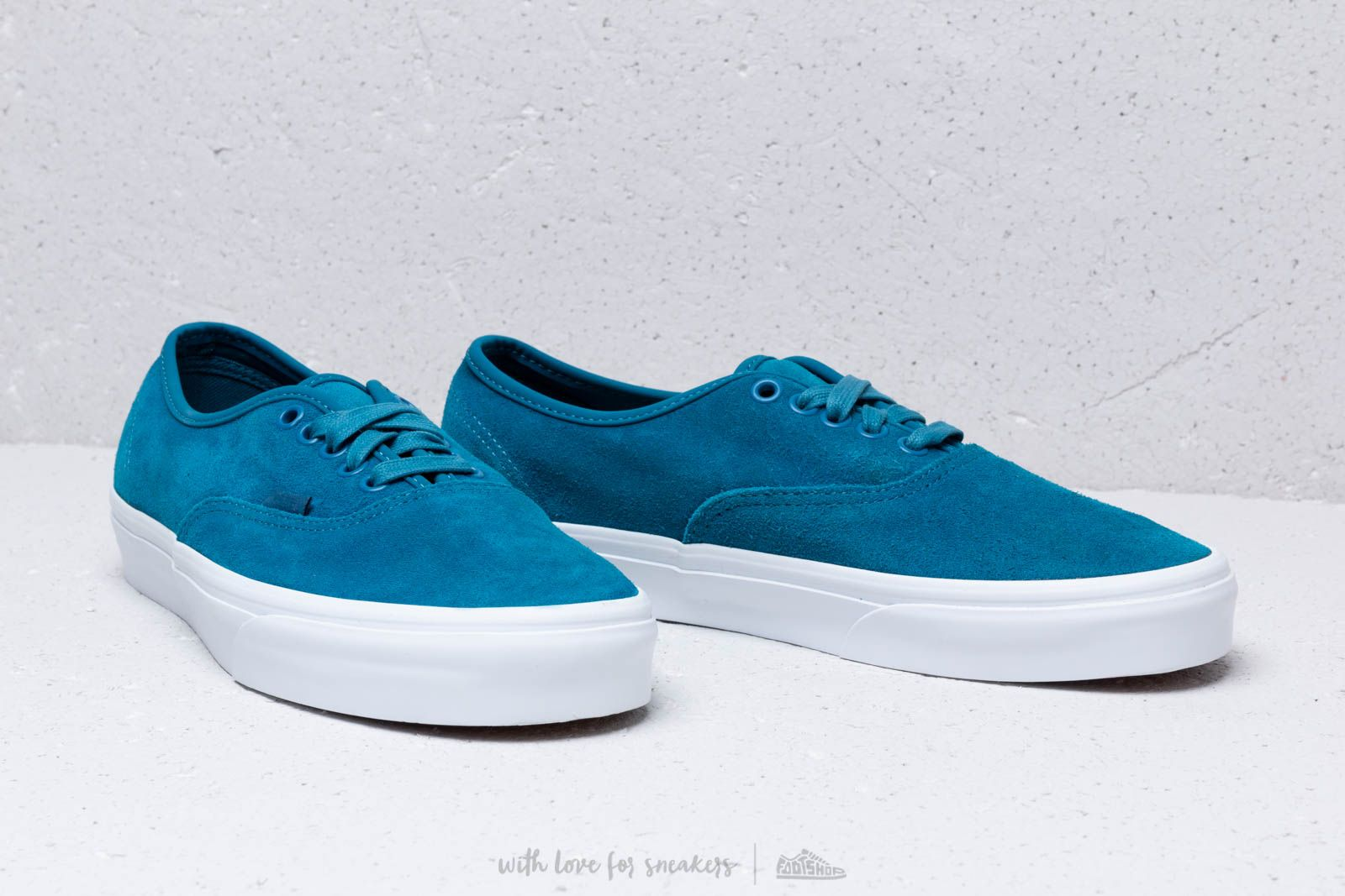 Vans Authentic (Soft Suede) Blue Sapphir at a great price 66 € buy at e4e0eb2950