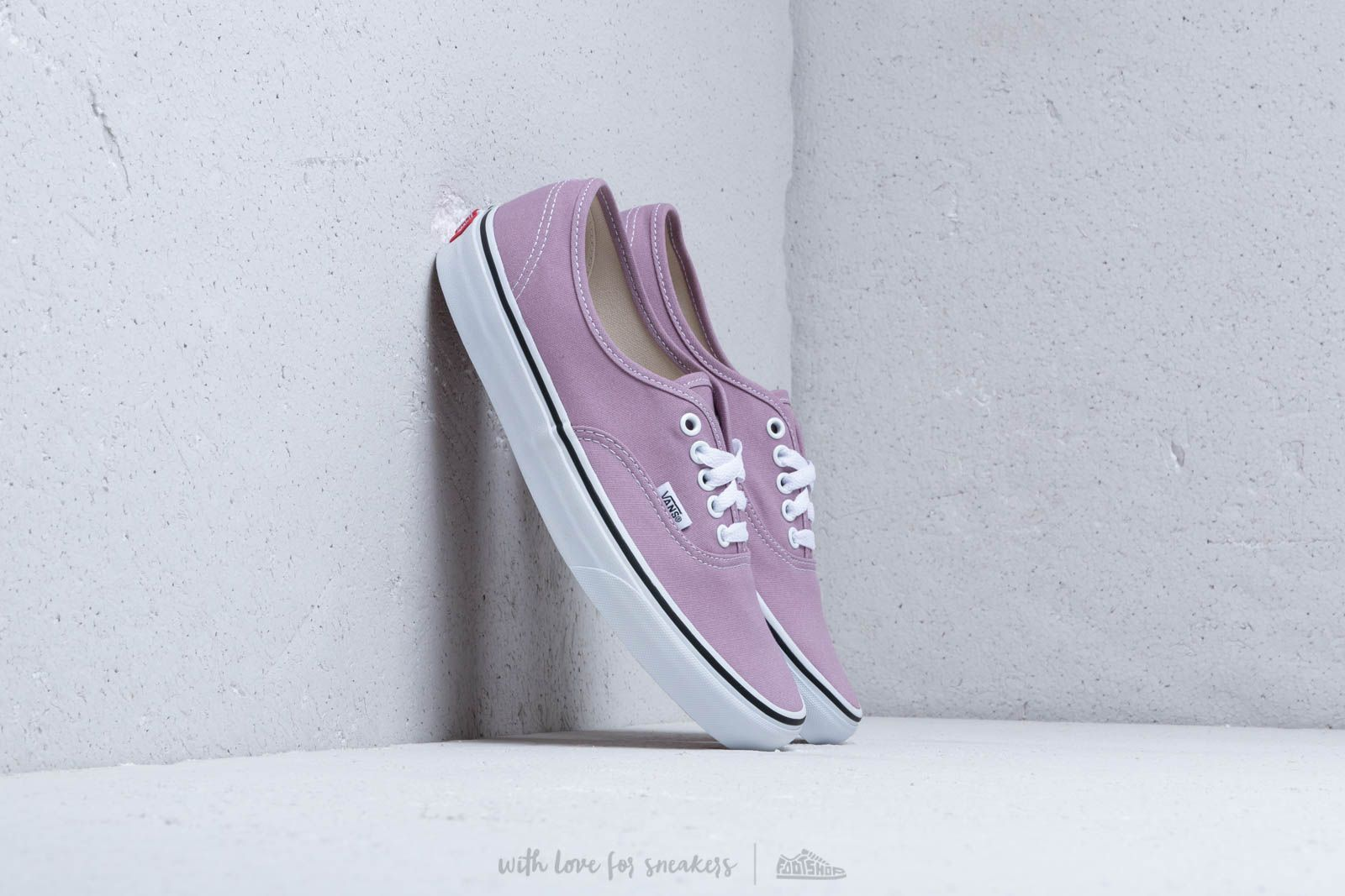 a8eb11392561fe Vans Authentic Sea Fog  True White at a great price 59 € buy at Footshop