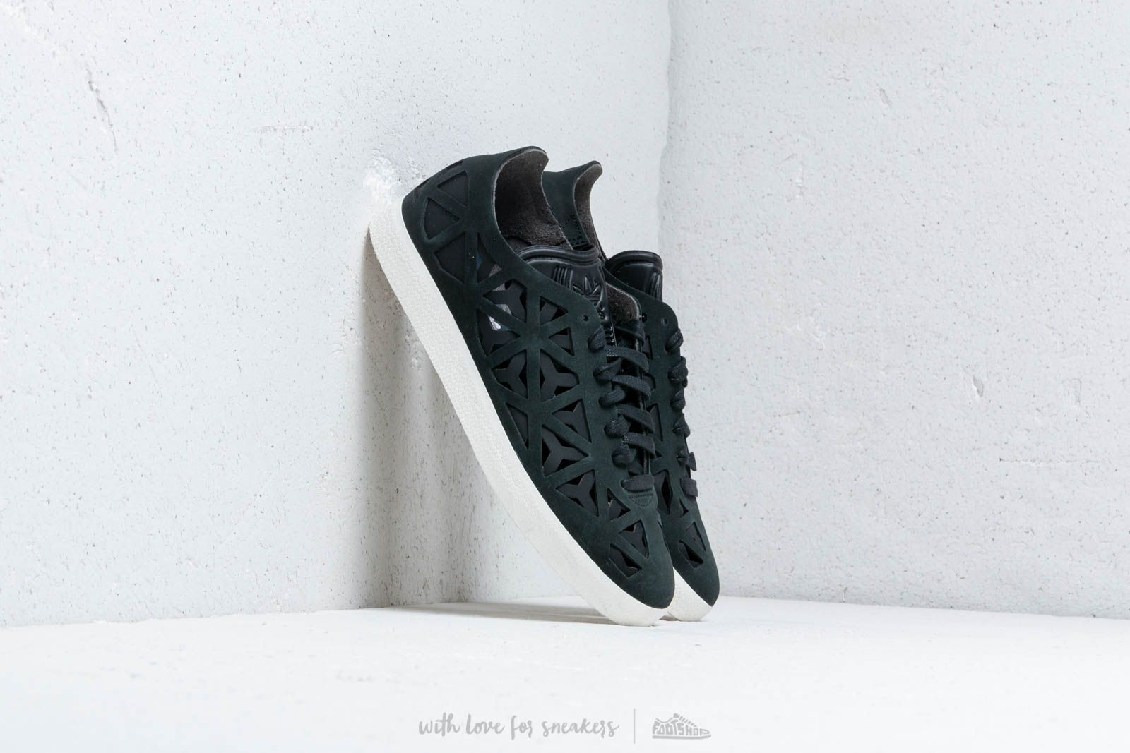 adidas Gazelle Cutout W Core Black/ Core Black/ Off White at a great price 109 € bestell bei Footshop