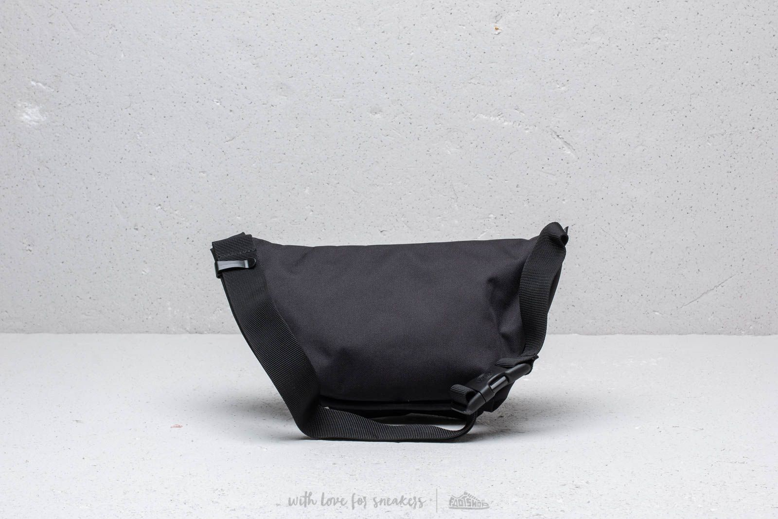 cc040e8f9f3 Herschel Supply Co. x Independent Seventeen Hip Pack Black at a great price  39 €