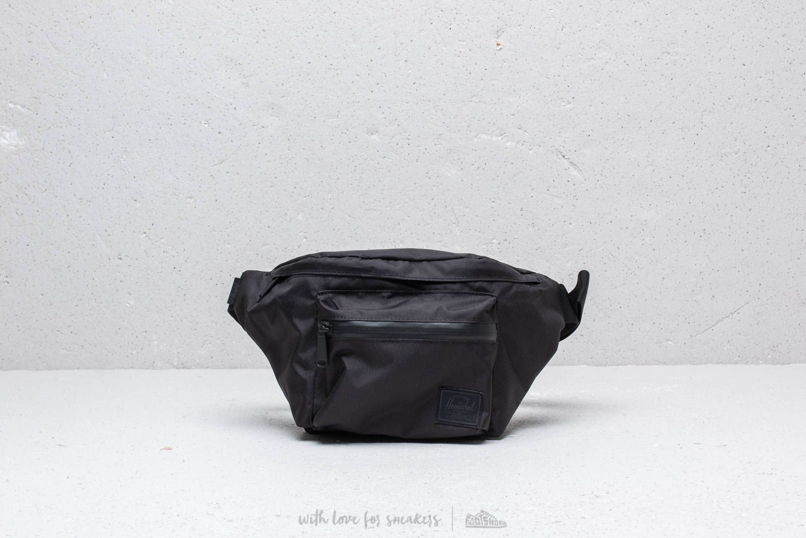 a93b6d3bcdf Herschel Supply Co. Light Seventeen Hip Pack Black at a great price 35 € buy