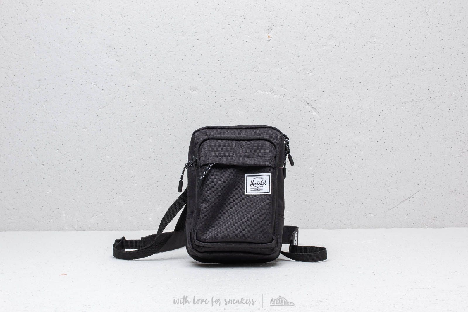 Herschel Supply Co. Form Large Crossbody Pack
