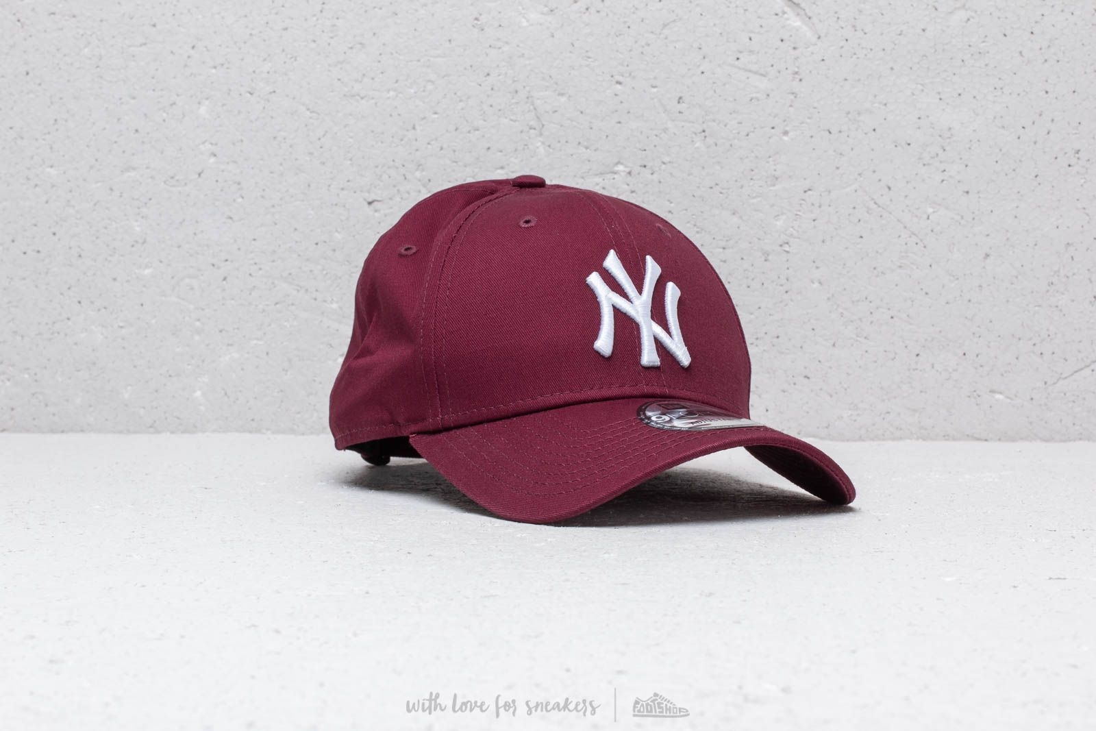 New Era 9Forty League Essential New York Yankees Cap Maroon a muy buen  precio 21 € 2866336b49e