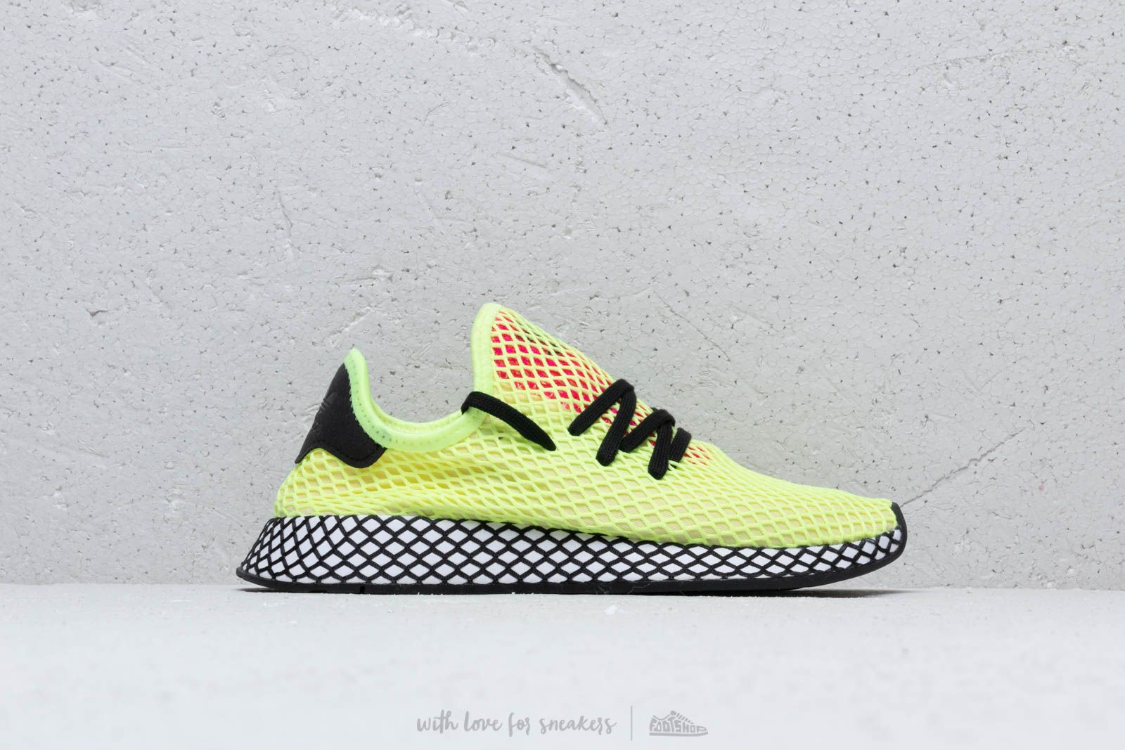 f90976fc0d2 adidas Deerupt Runner Hireye  Core Black  Shock Pink at a great price 92 €