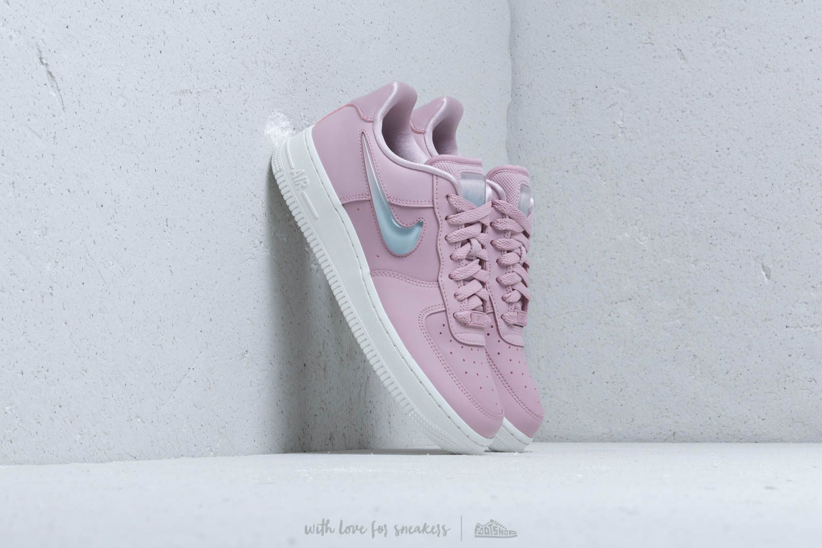 af87908e00d2 Nike W Air Force 1  07 Se Prm Plum Chalk  Obsidian Mist-Summit White ...