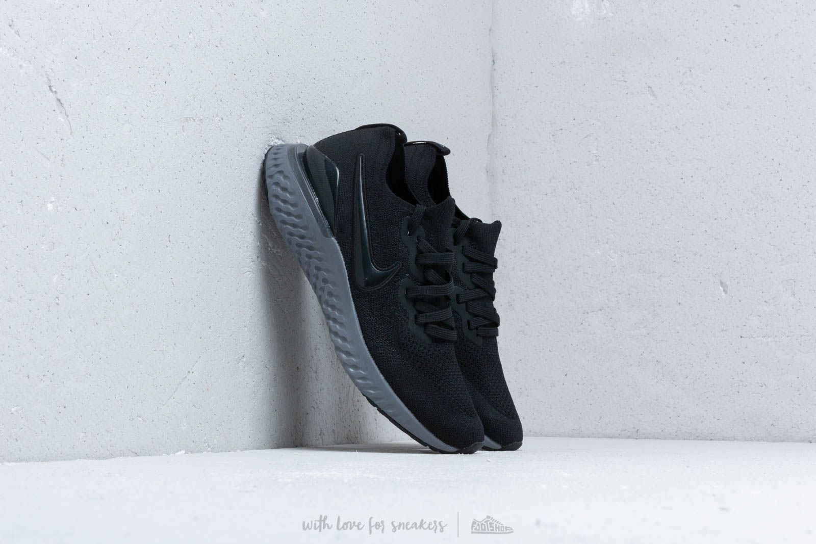 4f5755641135e5 Nike Epic React Flyknit 2 Black  Black-White-Gunsmoke at a great price
