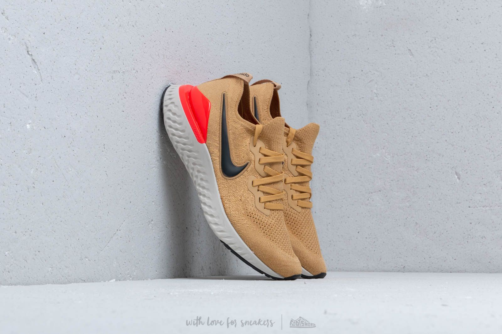 b7d5050c1a523 Nike Epic React Flyknit 2 Club Gold  Black-Red Orbit za skvělou cenu 3