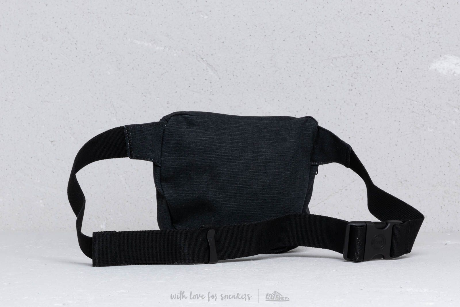 9266c868c41 Herschel Supply Co. Fifteen Bag Black at a great price £34 buy at Footshop