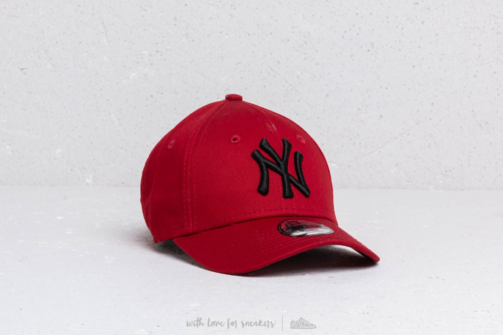 buy online d8377 00f81 New Era Kids 9Forty MLB Essential New York Yankees Cap Red  Black at a great