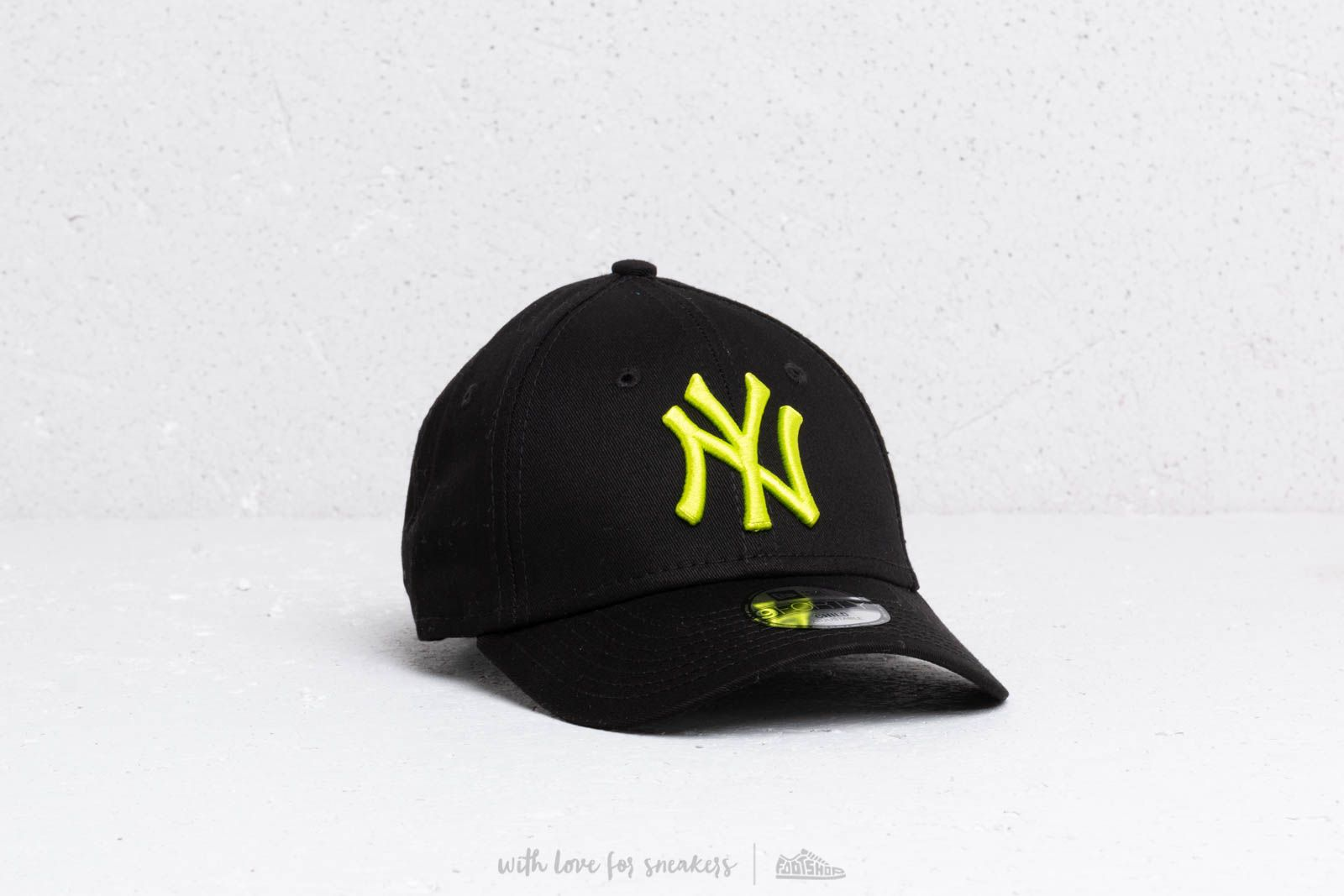 9e9ab244 New Era Kids 9Forty MLB Essential New York Yankees Cap Black/ Cyber Green  at a