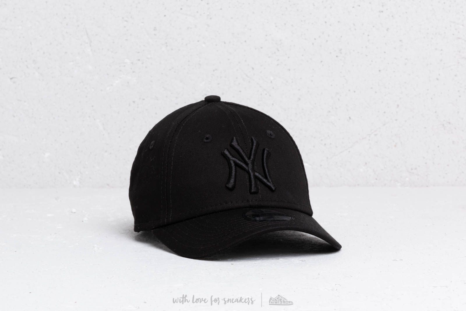 8ec8ede55b2 New Era Kids 9Forty MLB New York Yankees Cap Black