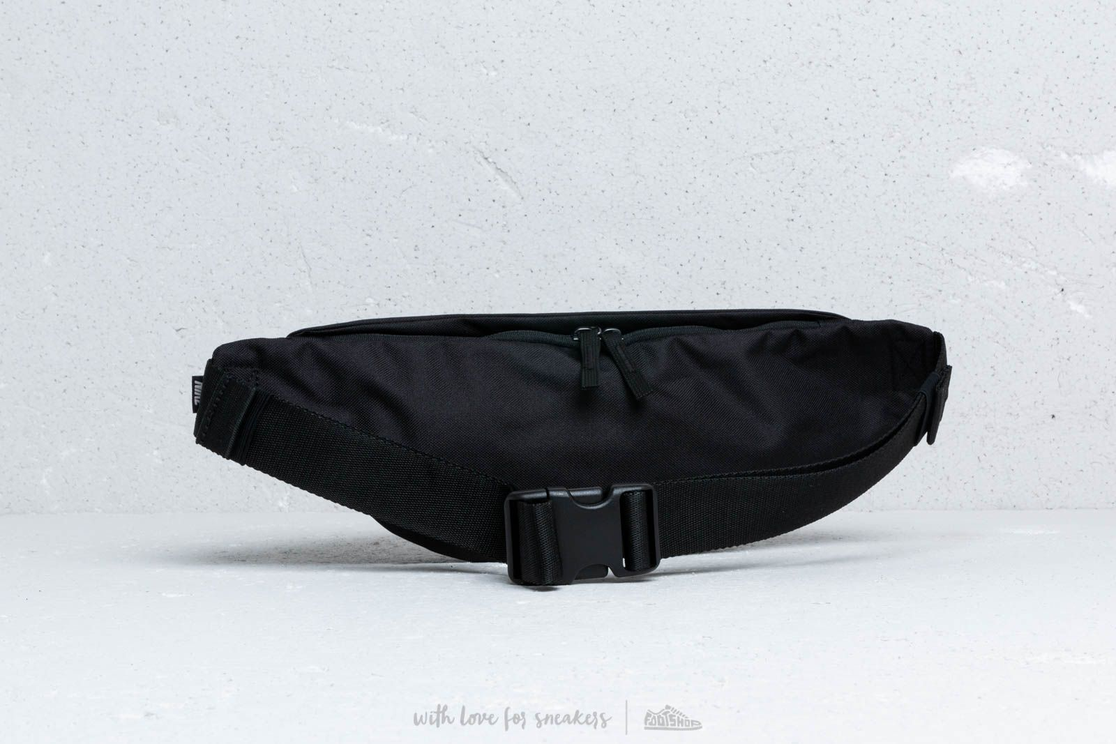 8f67bd6d6529 Nike SB Heritage Hip Pack Black at a great price 20 € bestell bei Footshop