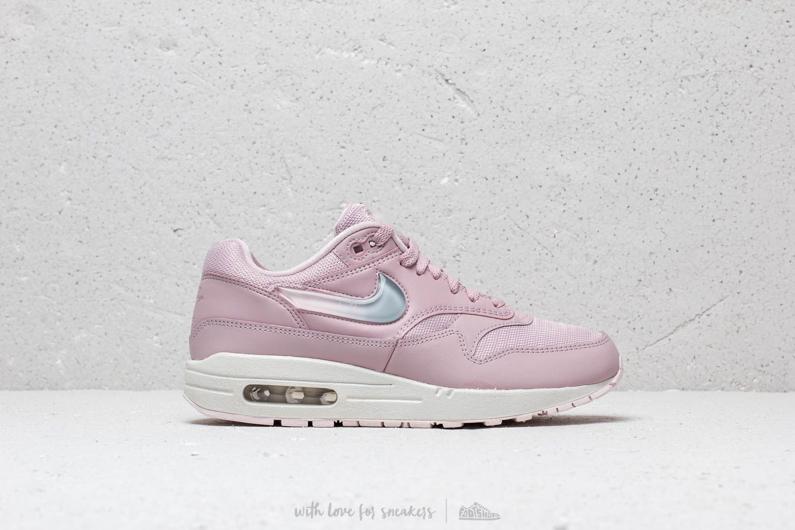 cheap for discount 87b73 bc6a1 Nike W Air Max 1 Jp Plum Chalk  Obsidian Mist-Summit White at a