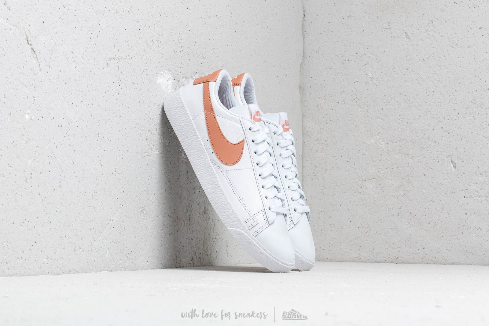 Frauen Nike W Blazer Low Le White/ Rose Gold-White