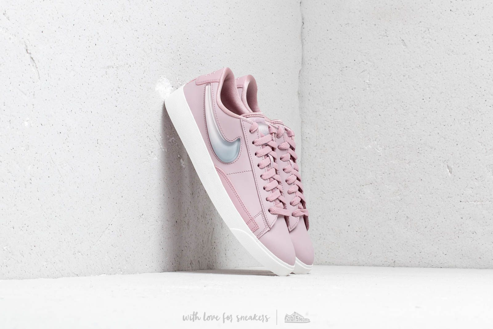 Nike W Blazer Low Lx Plum Chalk  Obsidian Mist-Summit White at a great 8d9c6df04