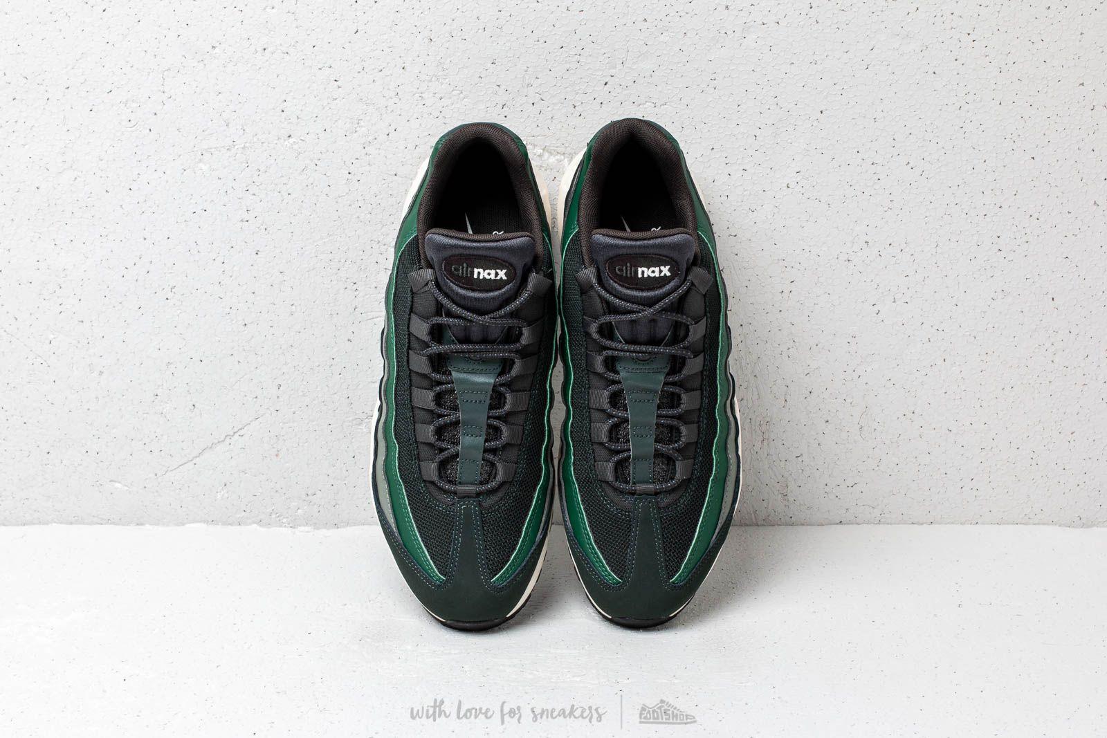 Nike Air Max 95 Essential Outdoor Green Sail Fir Vintage Lichen | 749766304