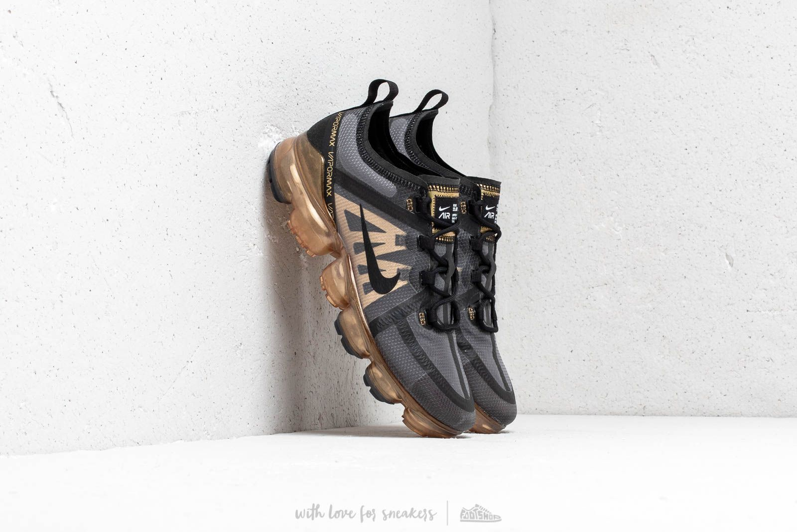 huge selection of ef4e6 9cb66 Nike Air Vapormax 2019. Black  Black-Metallic Gold