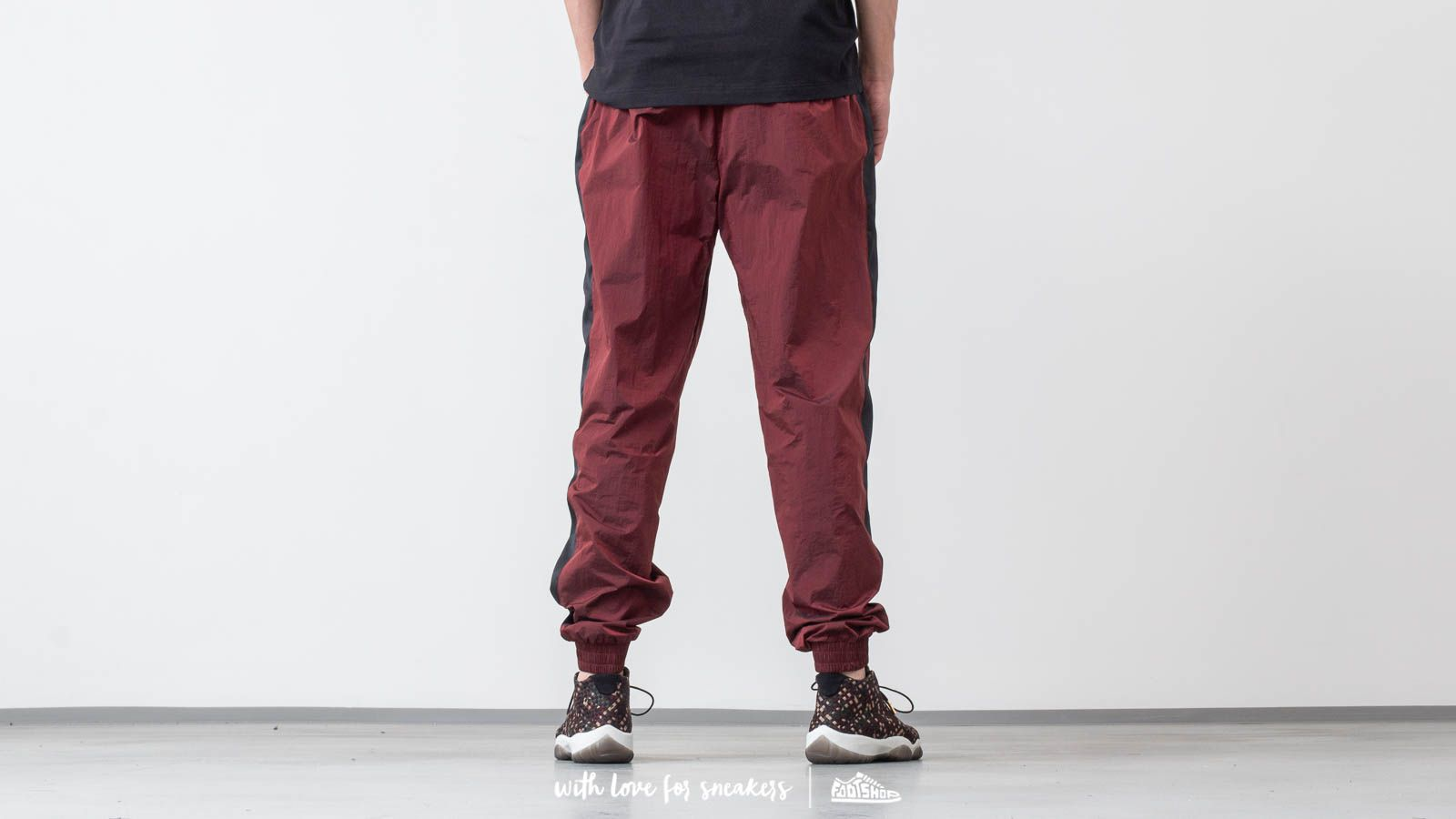 0d6a68e6f33514 Jordan Flight Warm-Up Pants Gym Red  Black at a great price 86 €