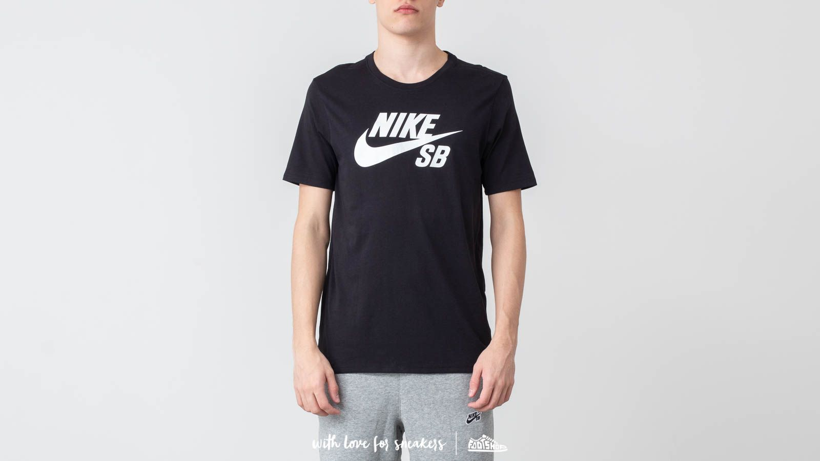Nike SB Logo Tee Black/ White za skvělou cenu 470 Kč koupíte na Footshop.cz