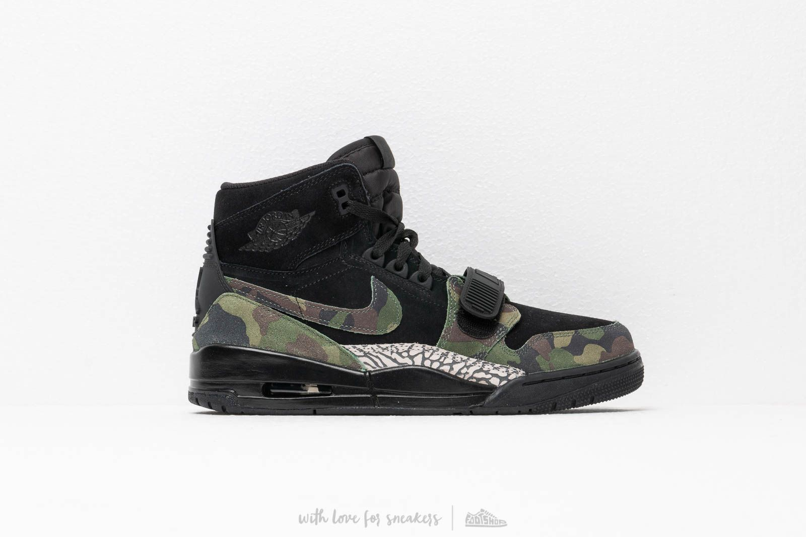 timeless design b40b9 cc8aa Air Jordan Legacy 312 Black Camo Green-Black at a great price 139 €