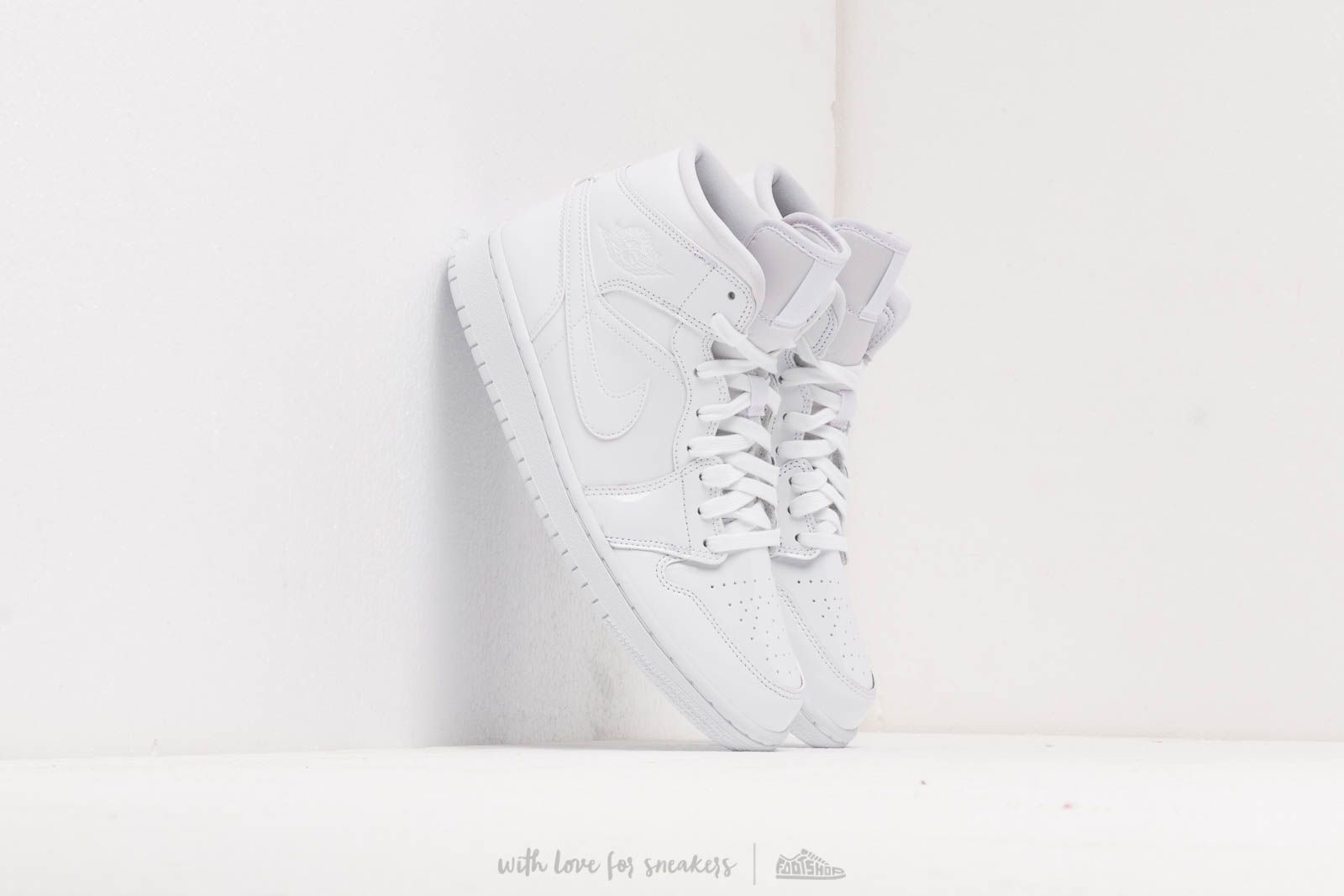 Air Jordan Wmns 1 Mid White/ White-White at a great price 110 € buy at Footshop