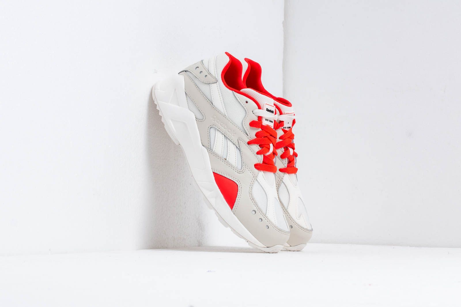 Reebok Aztrek Chalk/ Neon Red/ Black za skvělou cenu 3 090 Kč koupíte na Footshop.cz