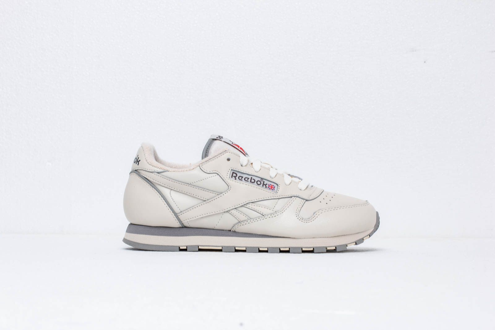 a204ebd43b6 Reebok Classic Leather 1983 TV Chalk  Paper White  Carbon at a great price  106