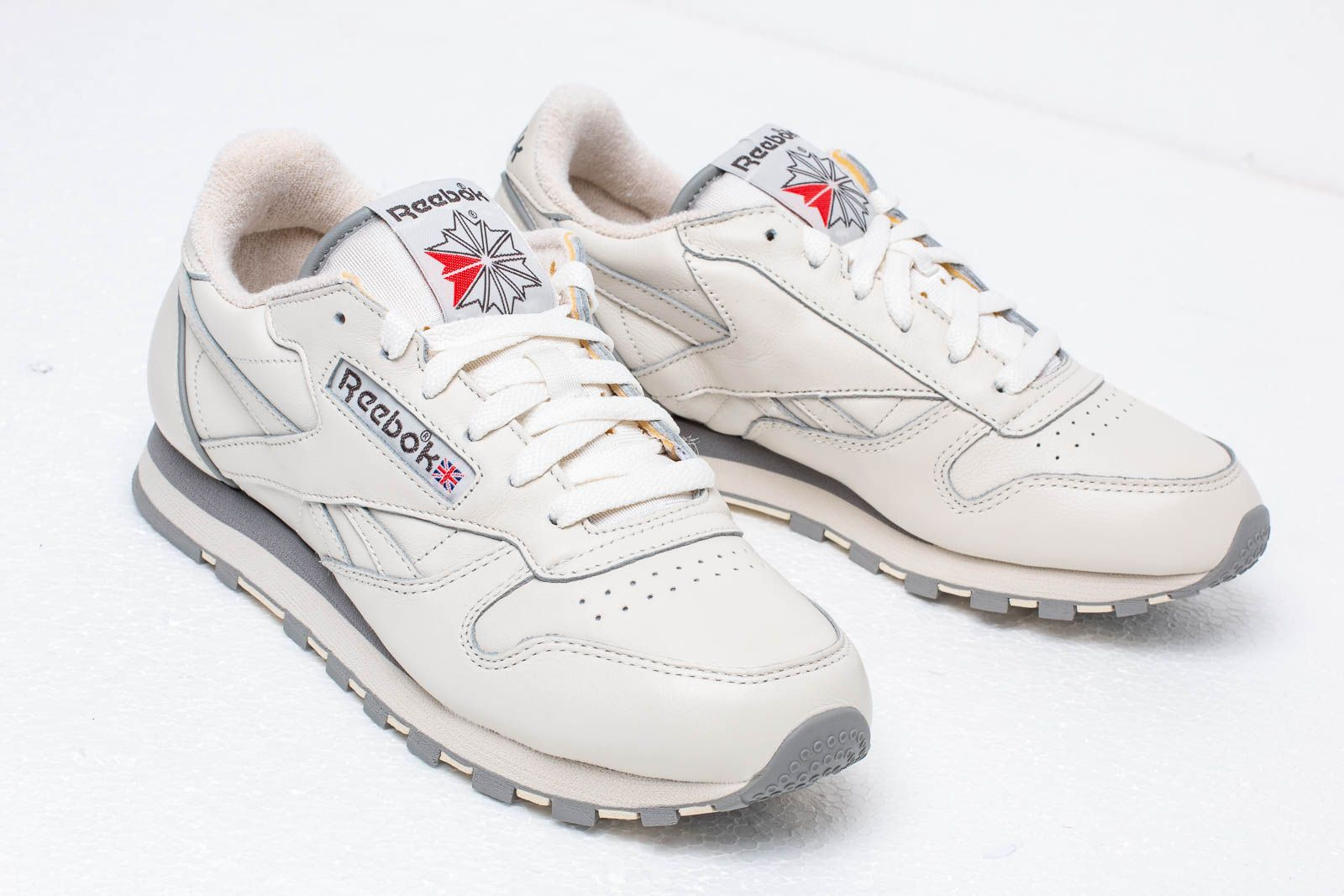 d5d3ad0fe5c95d Reebok Classic Leather 1983 TV Chalk  Paper White  Carbon at a great price  106