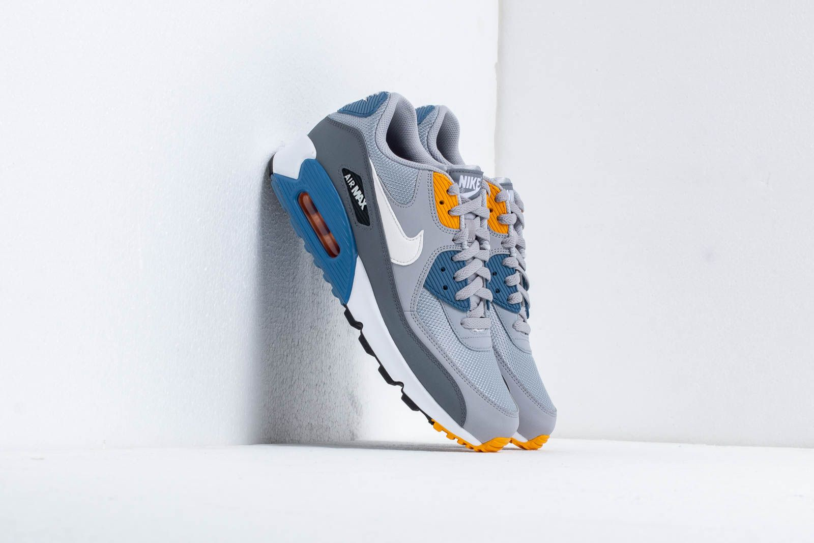 the best attitude fe22c 778a8 Nike Air Max 90 Essential. Wolf Grey  White-Indigo Storm
